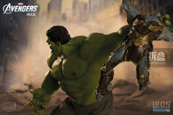 IronStudios-averagers-statue-hulk-012