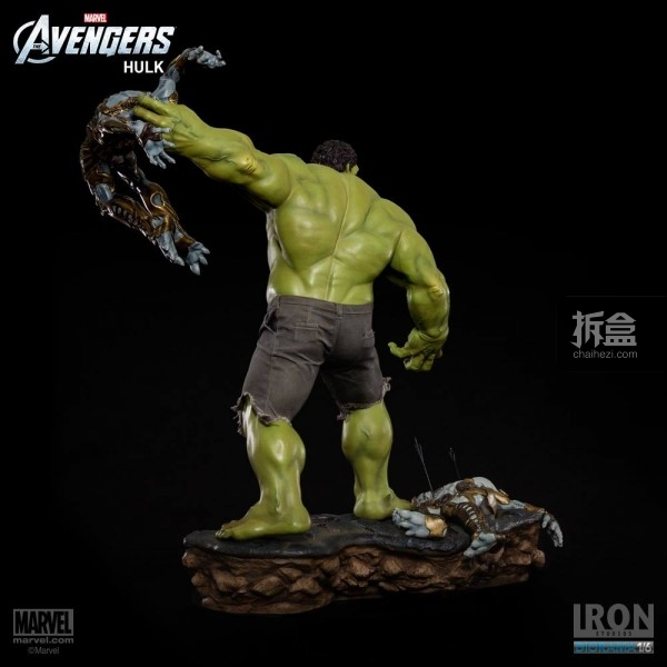 IronStudios-averagers-statue-hulk-022