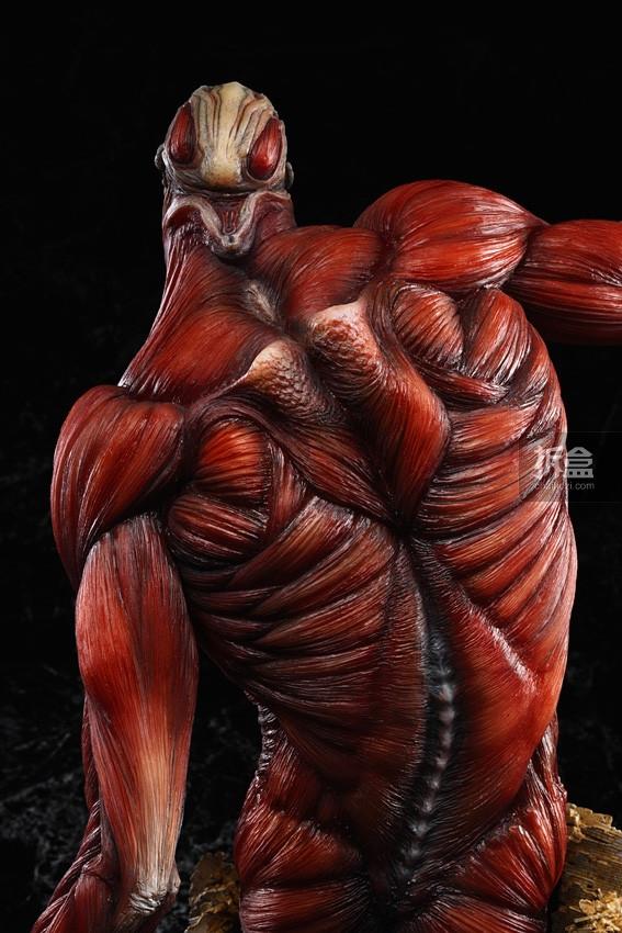 The-Colossus-Titan-TAKAYUKI-TAKEYA-Ver (3)