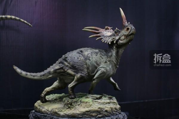 戟龙 雕像
