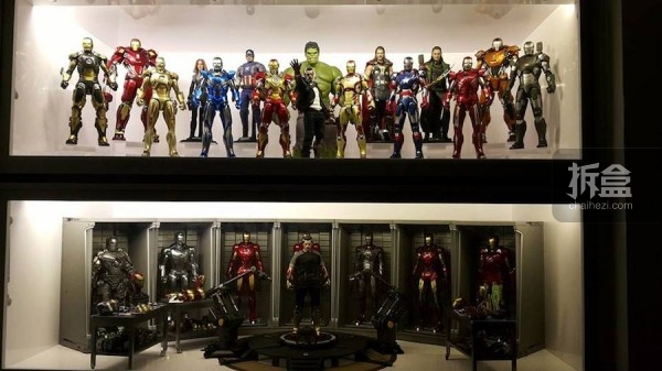 IRONMAN DISPLAY CARBINET
