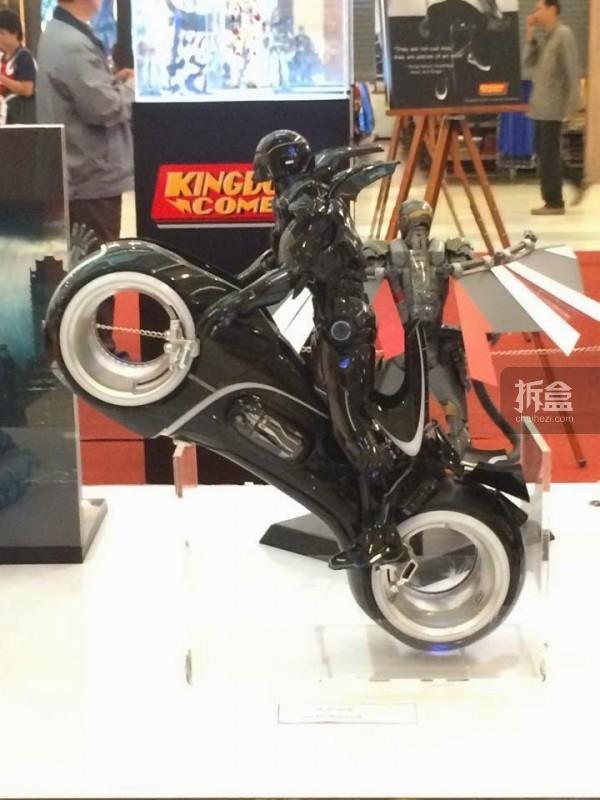 hot-toys-kingdom-come-1st-annual (20)