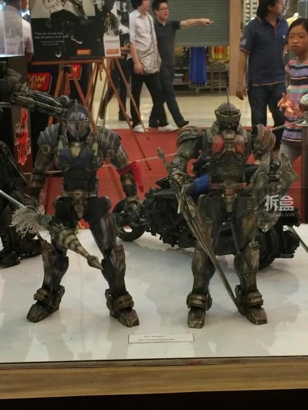 hot-toys-kingdom-come-1st-annual (47)