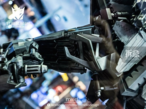 P1S-starscream--statue-showcase-001