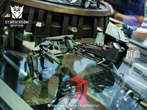 P1S-starscream--statue-showcase-016