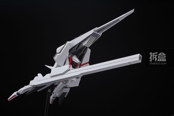 长度直逼本体全高的大份量配件「弹体加速装置」。