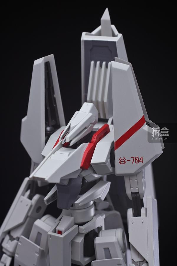 肩膀的红线是用凸面印刷呈现,作為「动画化纪念色」谷风机的全新特徵,追加了谷-704的机身编号。