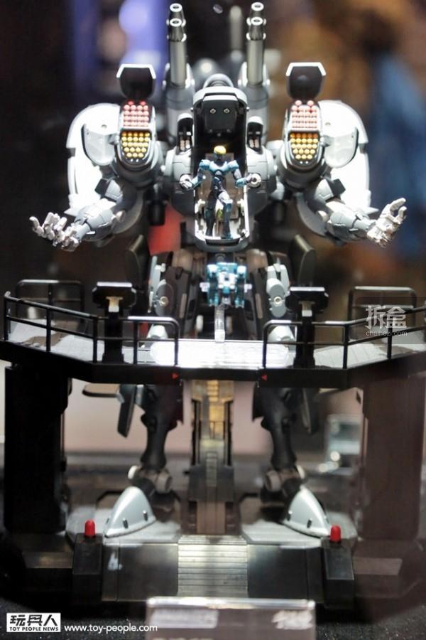 阿马罗德斯系列首款机器人:柏勒洛丰