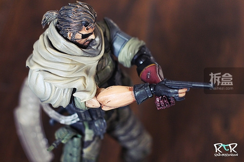 PAK-MGSV-punish-snake-radtoy (12)