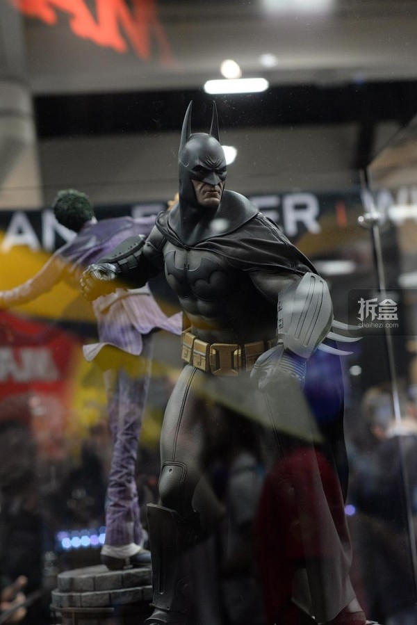 《蝙蝠侠:阿卡姆疯人院》蝙蝠侠PF雕像