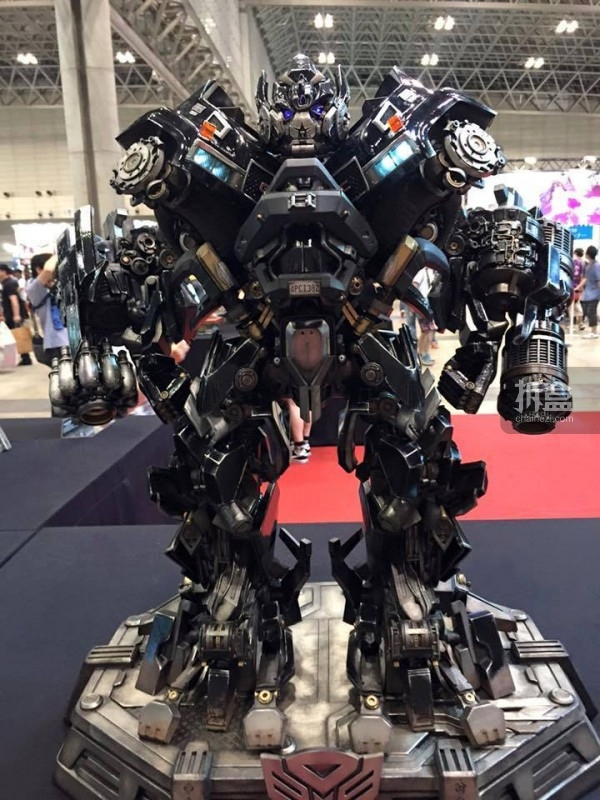P1S-ironhide-statue-news-003