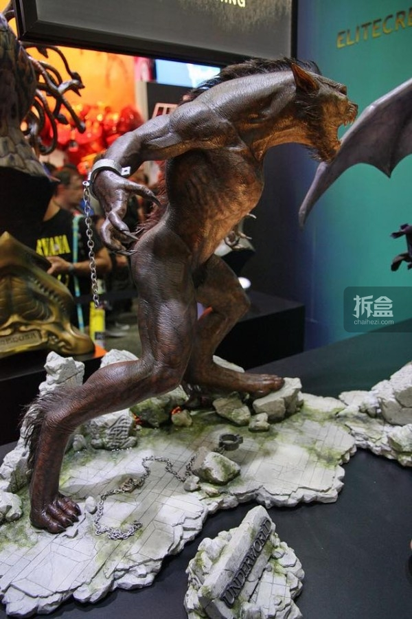 SDCC-ECC-underworld-lycan-statue-007