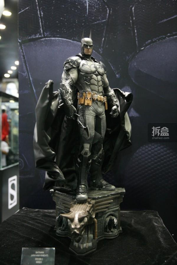 《蝙蝠侠:阿甘骑士》蝙蝠侠全身像