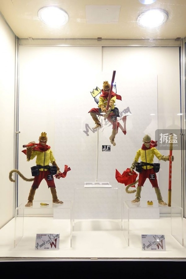 台湾TTF展出的美猴王W:左、中为植绒会场限定版,右为预定版