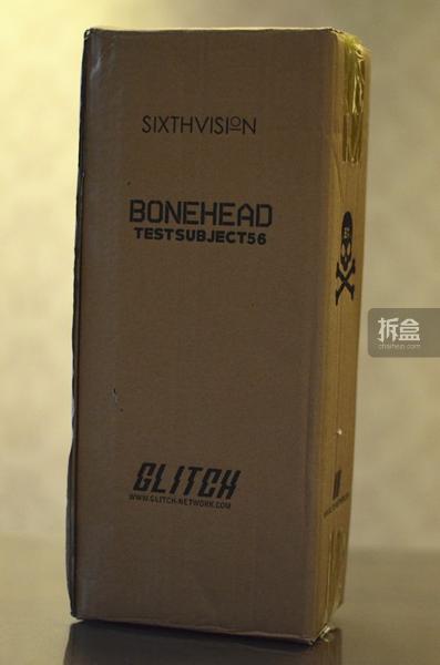 【包装篇】 这款品牌的包装与一般的原创品牌人偶包装一样,采用的是竖长型的包装,从包装就可以知道并非是那种配件很多的产品。
