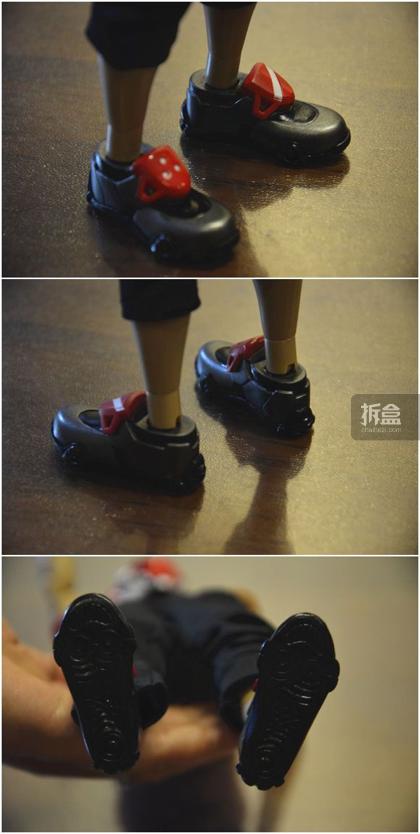 ▲鞋子。很现代,鞋子前端两个红色的小部件上面的图案是不同的,鞋底的细节也做出来了。