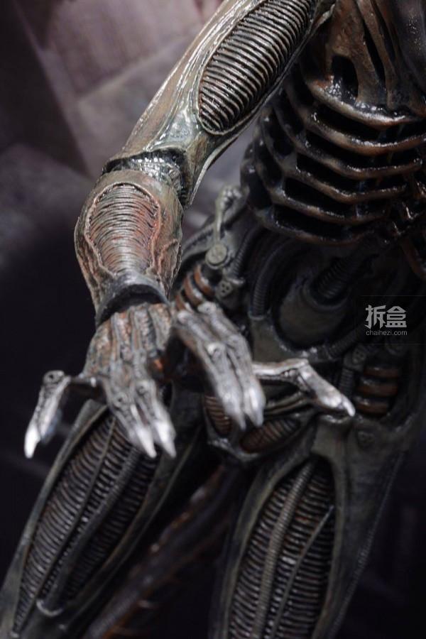 ht-big-chap-alien-bernd-12