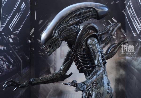 ht-big-chap-alien-bernd-14