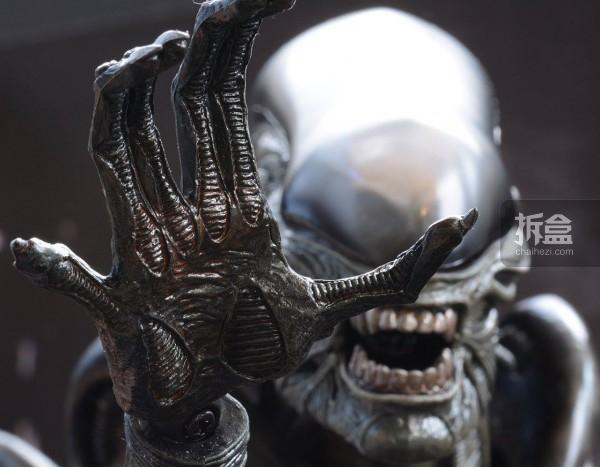 ht-big-chap-alien-bernd-18