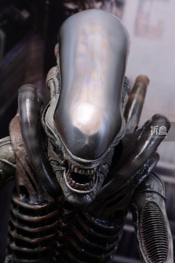 ht-big-chap-alien-bernd-19