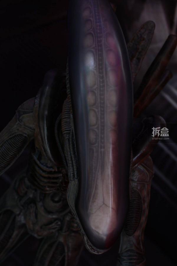 ht-big-chap-alien-bernd-24
