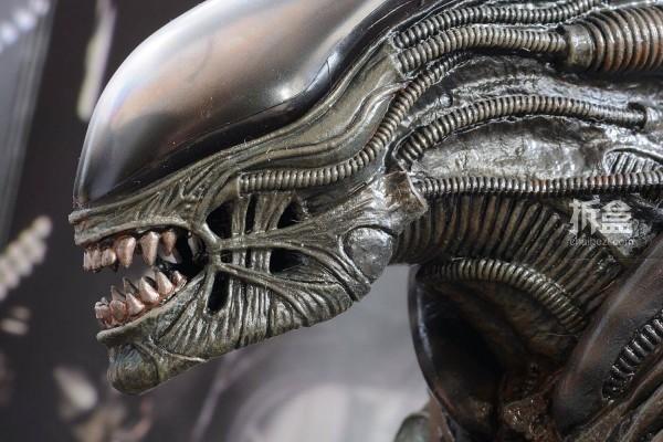 ht-big-chap-alien-bernd-6