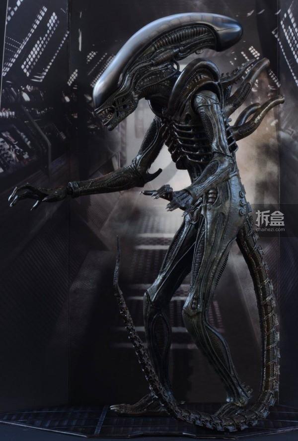 ht-big-chap-alien-bernd-9