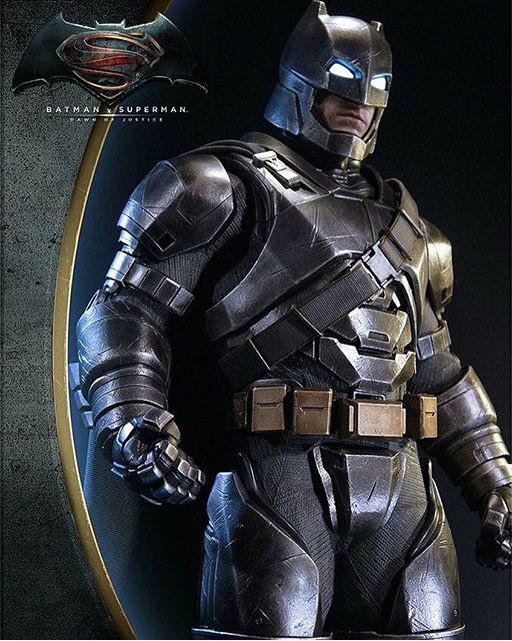 Prime 1 Studio《蝙蝠侠大战超人》1:2重甲蝙蝠侠全身像
