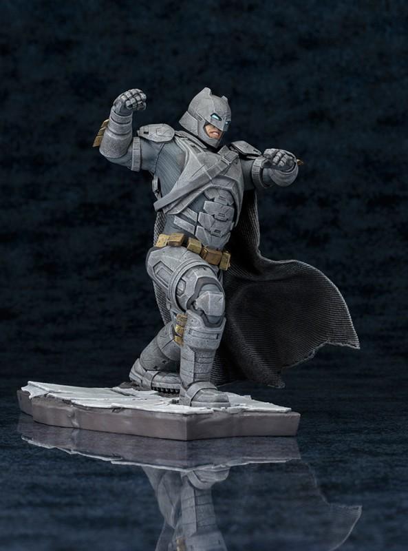 寿屋《蝙蝠侠大战超人》蝙蝠侠ARTFX+系列雕像