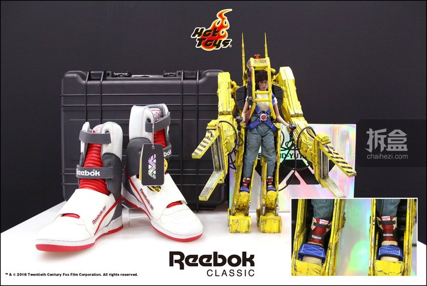 Reebok《异形2》同款球鞋复刻 & HotToys 1:6  工程机+雷普莉
