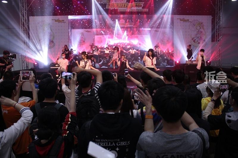 FIREFLY×BILIBILI SPECIAL LIVE!大家一起开心跳舞的宅舞接力活动BDF是不是超级好玩~~~