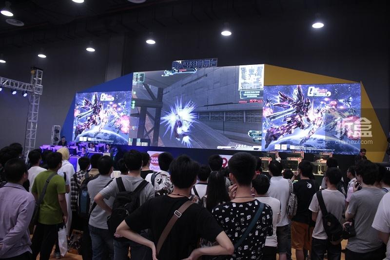 LOL!敢达!皇室战争!电竞舞台的三大游戏赛事也不断激烈比拼中!!