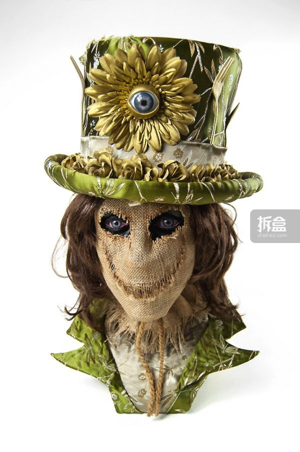 The Gatekeeper 看门人 L13'' x W10.5'' x H19'' Epoxy Cay, Fabric, Faux hair, Glass eyes, Rope,  Burlap, Custom Top Hat (removable & wearable)  $3,000美元