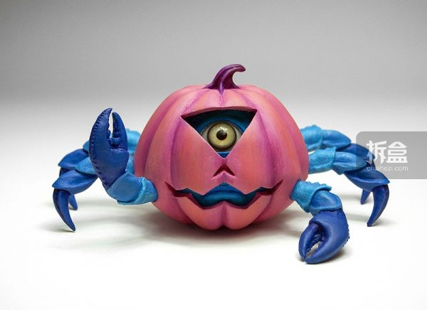 "Pumpkin Crab Cyclops 独眼的南瓜螃蟹 L7""  x  W  7''  x  H4''  Casted 3d Print, Epoxy Clay, Acrylic paint, Glass eyes $700美元,3D打印,黏土材质"